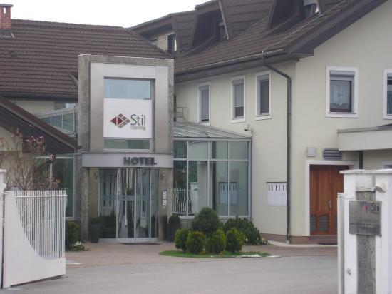 Hotel Stil: Entrance