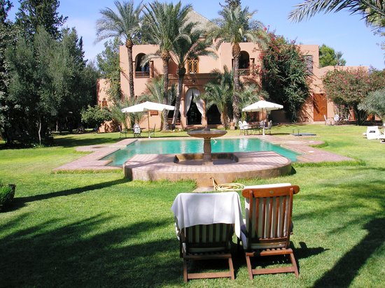 Dar Ayniwen Garden Hotel & Bird Zoo : Pool & Main house