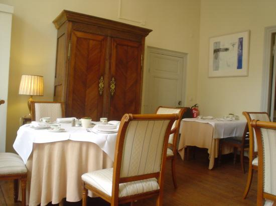 Hotel les Charmes: breakfast room