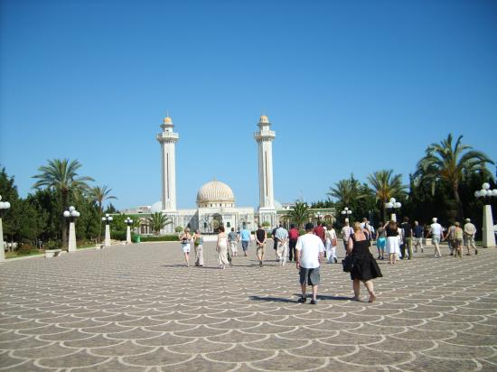 Royal Beach Hotel: Day trip out to a mosque