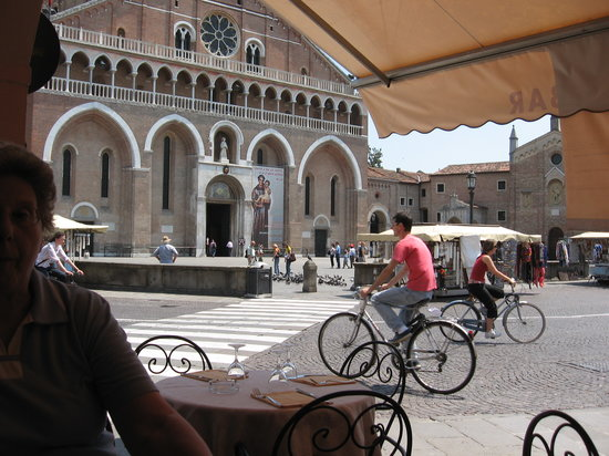 Padova, Italia: Wheels within wheels