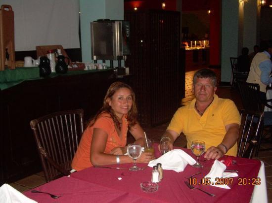 Tropical Princess Beach Resort & Spa: en el comedor - cstchileno