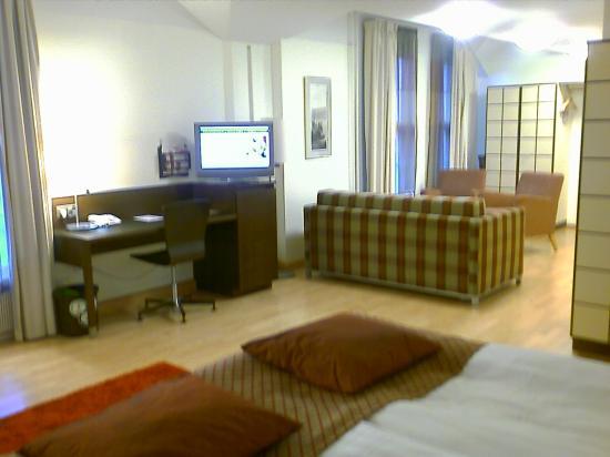 Scandic Grand Marina: Huuuuge corner room