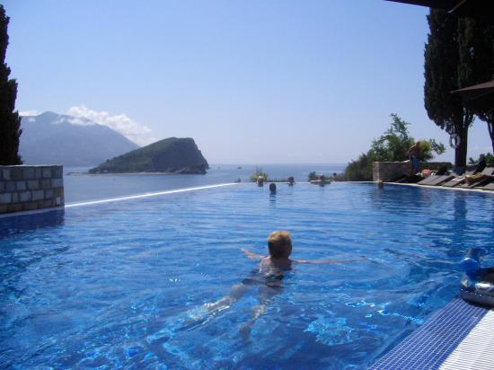 Avala Resort & Villas : The infiinity  pool