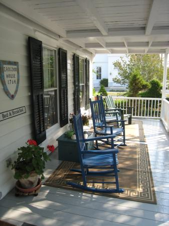 Langdon House Bed and Breakfast: Front Porch