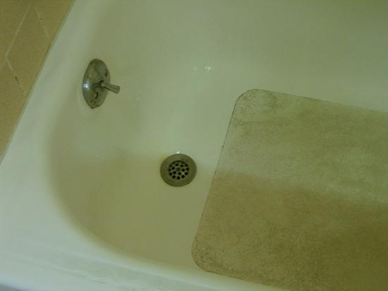 Clarion Hotel Buffalo Airport: Tub cleanliness