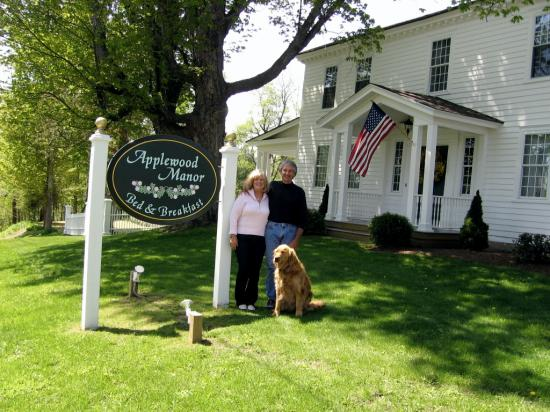 Applewood Manor Bed & Breakfast: Our hosts