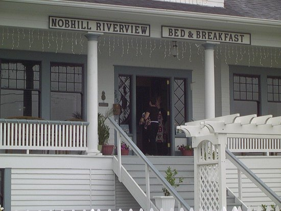 Nob Hill Riverview Bed & Breakfast: A warm welcome from Tana