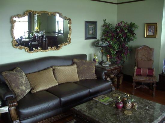 Nob Hill Riverview Bed & Breakfast: Graciously comfortable
