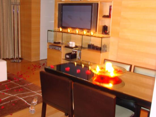 Hilton Kuala Lumpur: nighttime in the suite, with candles!