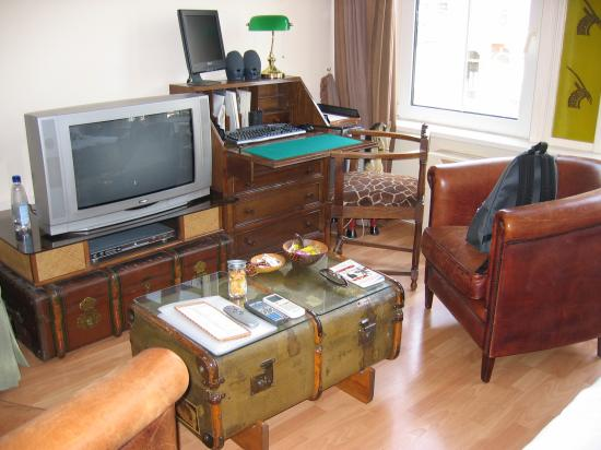 Suite 259: tv, dvd, pc w internet access