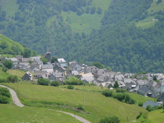 Lescun village