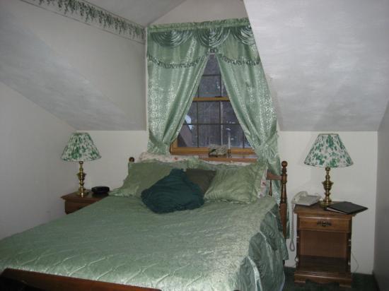 7 Gables Inn & Suites: My room at 7 Gables Inn