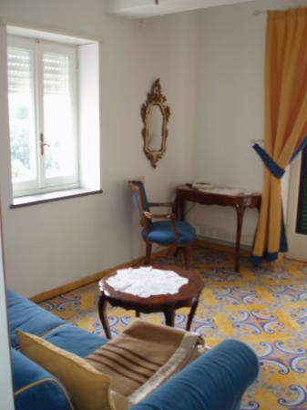 Hotel Luna: Our suite-Sitting room at Luna