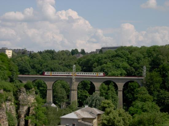 Le Royal Hotels & Resorts - Luxembourg: Train crossing a viaduct