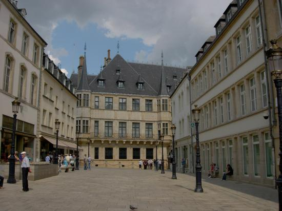 Le Royal Hotels & Resorts - Luxembourg: Looking towards the Grand-Ducal Palace