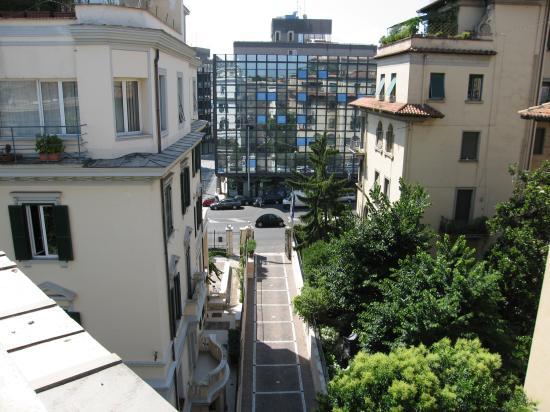 Villa Morgagni: View fo driveway to hotel