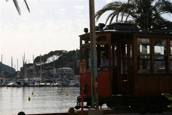Aimia Hotel: Tram