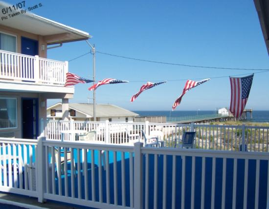 Ocean Front Motel: Sun Deck and View
