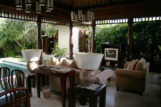 Pat-Mase, Villas at Jimbaran: Lounge/Dining - covered area