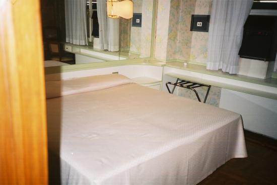 Hotel Continental: Continental Bed