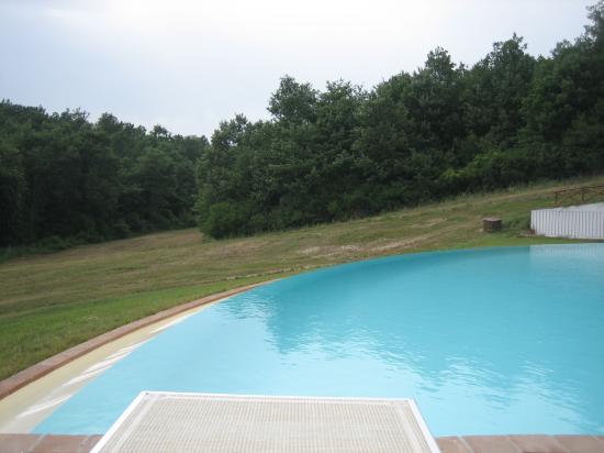 Acquaghiaccia Country House: la piscina stupenda
