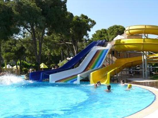 Papillon Ayscha Hotel Resort & Spa: Les toboggans de la piscine principale