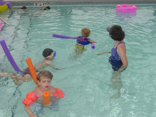 Palmetto Inn & Suites: My Kids in the pool