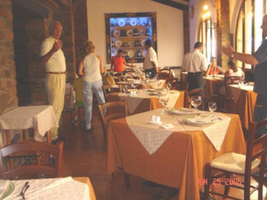 Montalcino, إيطاليا: Taverna del Barbi - inside