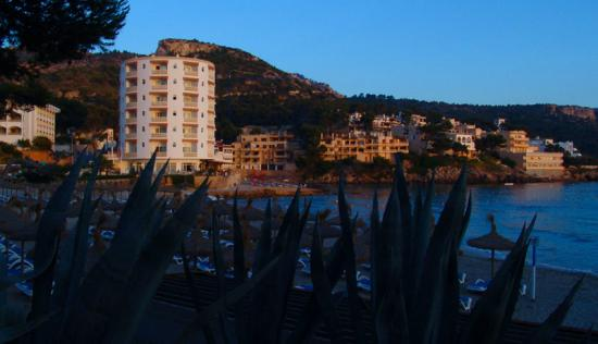 Sant Elm, Spain: Hotel Aquamarin from town