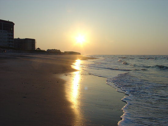 Surf City, Kuzey Carolina: Sunrise on the beach