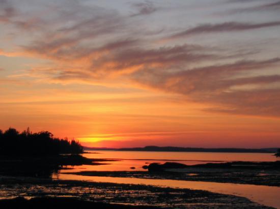Pilgrim's Inn : Deer Isle Sunset