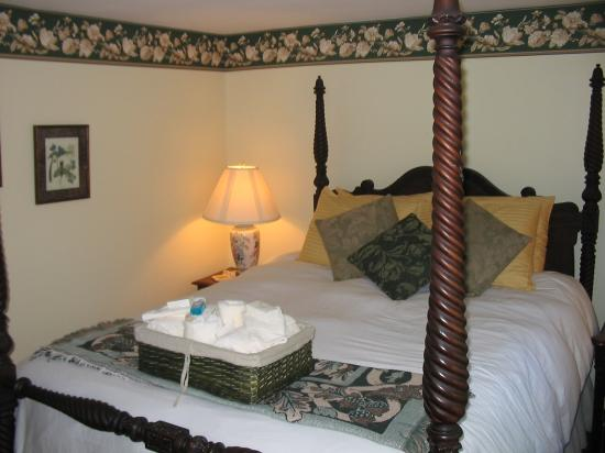 Maples Inn: Bedroom