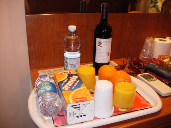Bed and Breakfast Giovy: Our complimentary tray of goodies.