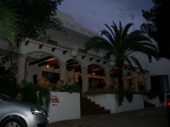 Hostal Oasis D'Or: hotel entrance