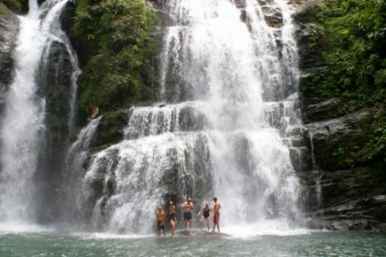 Costa Paraiso: Nearby horse trip gets you to this amazing waterfall.