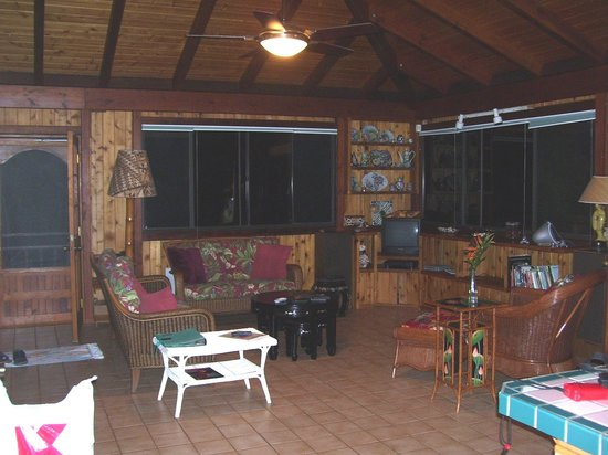 Makaleha Mountain Retreat: House has great open space!