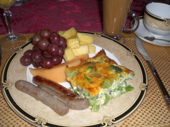 DeLano Mansion Inn Bed and Breakfast: Breakfast, yum!