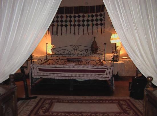 Cappadocia Cave Suites: Bedroom of suite