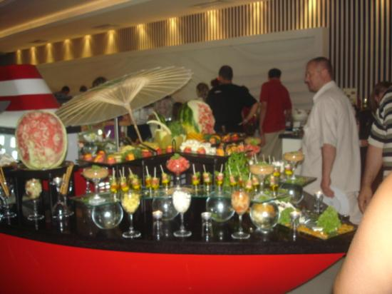 Queen Elizabeth Elite Suite Hotel & Spa : food