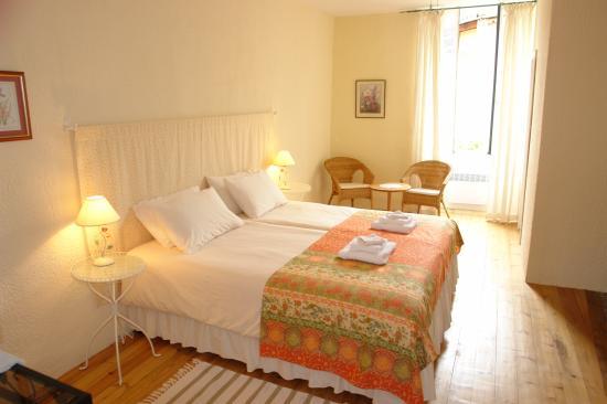 La Maison au Puits: Our Room