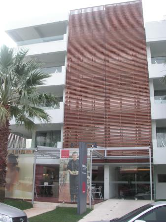 Brasil Suites Hotel Apartments: street front