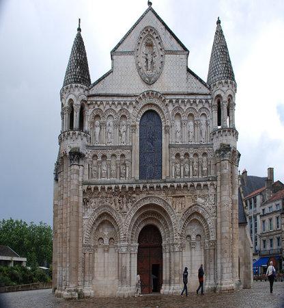 Poitiers, Francia: Eglise Notre-Dame-la-Grande