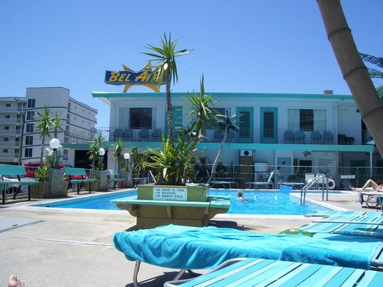 Bel-Air Motel: The pool area