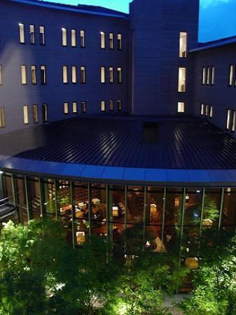 Hyatt Regency Hakone Resort and Spa: The Hyatt Regency at night