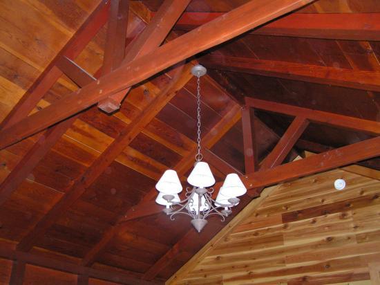 Paradise Lodge & Bungalows: cabin ceiling