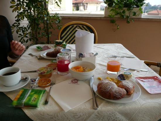 Villa Morgagni: Breakfast at hotel
