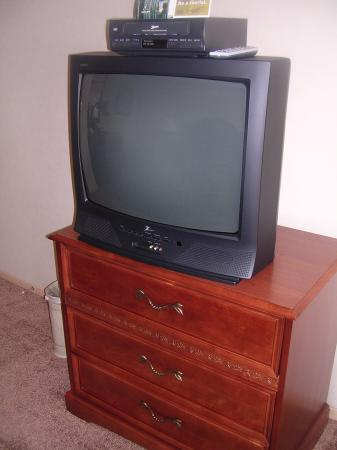 456 Embarcadero Inn & Suites: vhs? are those even still around?