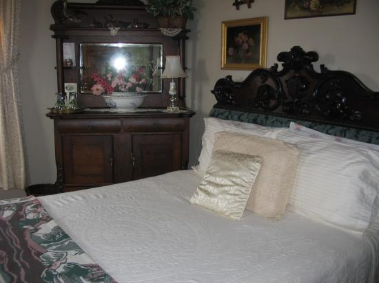 Heritage Home Bed and Breakfast: one of the bedrooms