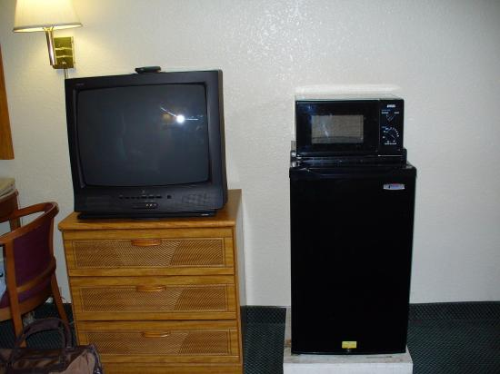 Highland Country Inn : They had microwave and refrigerator